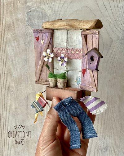 Finestrella in miniatura in legno