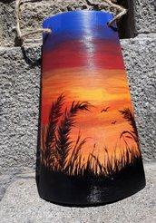 Tegola in terracotta paesaggio al tramonto