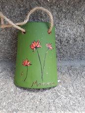 Piccola tegola dipinta con fiori e scritta MAMMA
