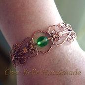 Bracciale aperto in rame lavorato con perla in vetro boemo verde