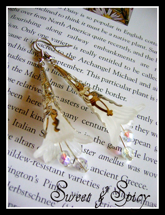 """FLOWERS COLLECTION-""""SILVER SNOWDROP"""" LUCITE TRUMPET FLOWER EARRINGS-ORECCHINI VINTAGE CON FIORE IN LUCITE"""