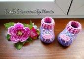 Scarpine ad uncinetto in lana rosa e lilla, forma ippopotamo, fatte a mano