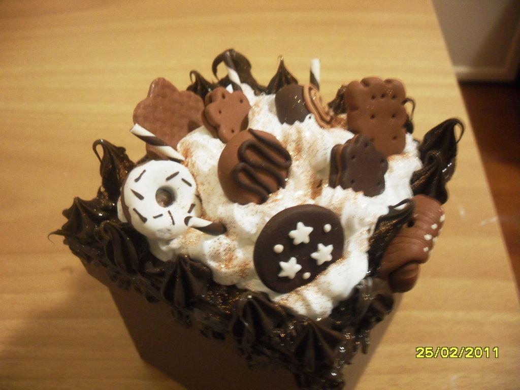 scatola con biscottini