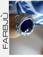 Anello  con pietra blu e silicone colore argento