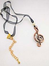 Collana con chiave di violino in rame