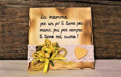 Targhetta in legno fiori gialli festa della mamma