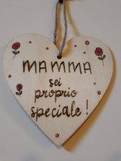 Cuoricino in legno per la mamma