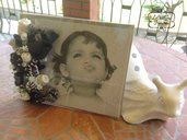 Portafoto in plexiglas con composizione di boccioli e fiori cuciti a mano
