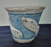 Bicchiere porta spazzolini, ultimo accessori set bagno blu con pesci in rilievo manufatto e dipinto a mano