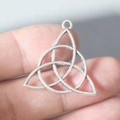 Ciondolo Celtico Triscele Triskele Triquetra gotico fortuna argento tibetano