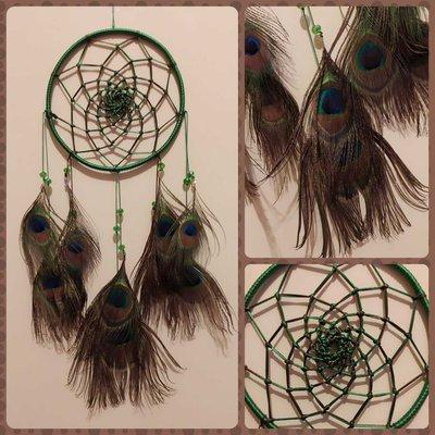 Acchiappasogni intreccio semplice verde / marrone e piume pavone