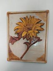 Quadro in legno con un girasole ed  una farfalla