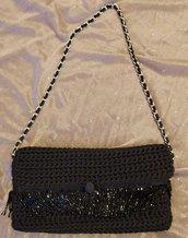 Pochette nera con frange di perline nere