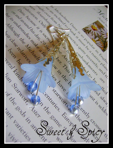"FLOWERS COLLECTION-""SEADROP"" LUCITE TRUMPET FLOWER EARRINGS-ORECCHINI VINTAGE CON FIORE IN LUCITE"