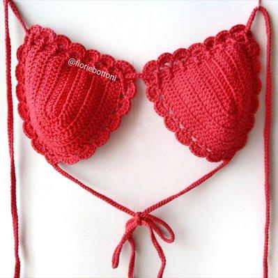 Reggiseno bikini a triangolino colore rosso lavorato all'uncinetto