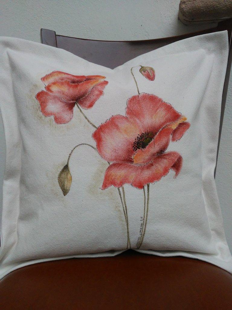 Cuscino dipinto a mano con papaveri