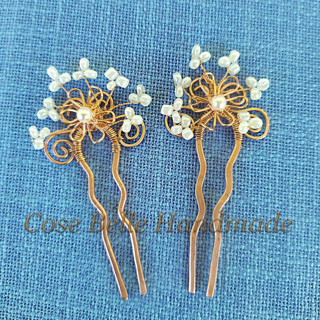 Forcine per acconciatura in rame con fiore pure in rame e perline bianche