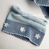 Scaldacollo bambina in cotone azzurro e blu con ricami - fatto a mano