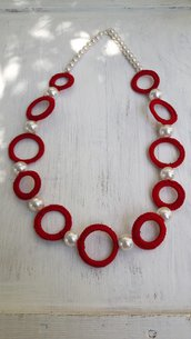 Collana ad uncinetto di cotone e perle
