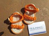 Sandali bambina fatti all'uncinetto in cotone color arancio