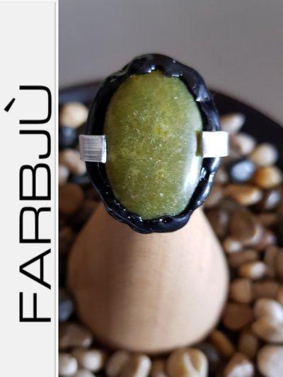 Anello regolabile alluminio con pietra verde  e silicone nero