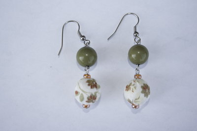 Orecchini perle toni verde