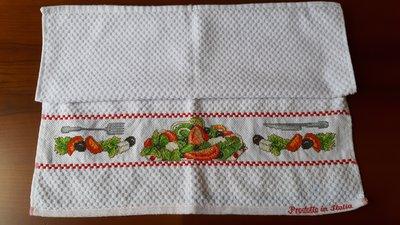 Asciughino cucina in spugna insalata e pomodori