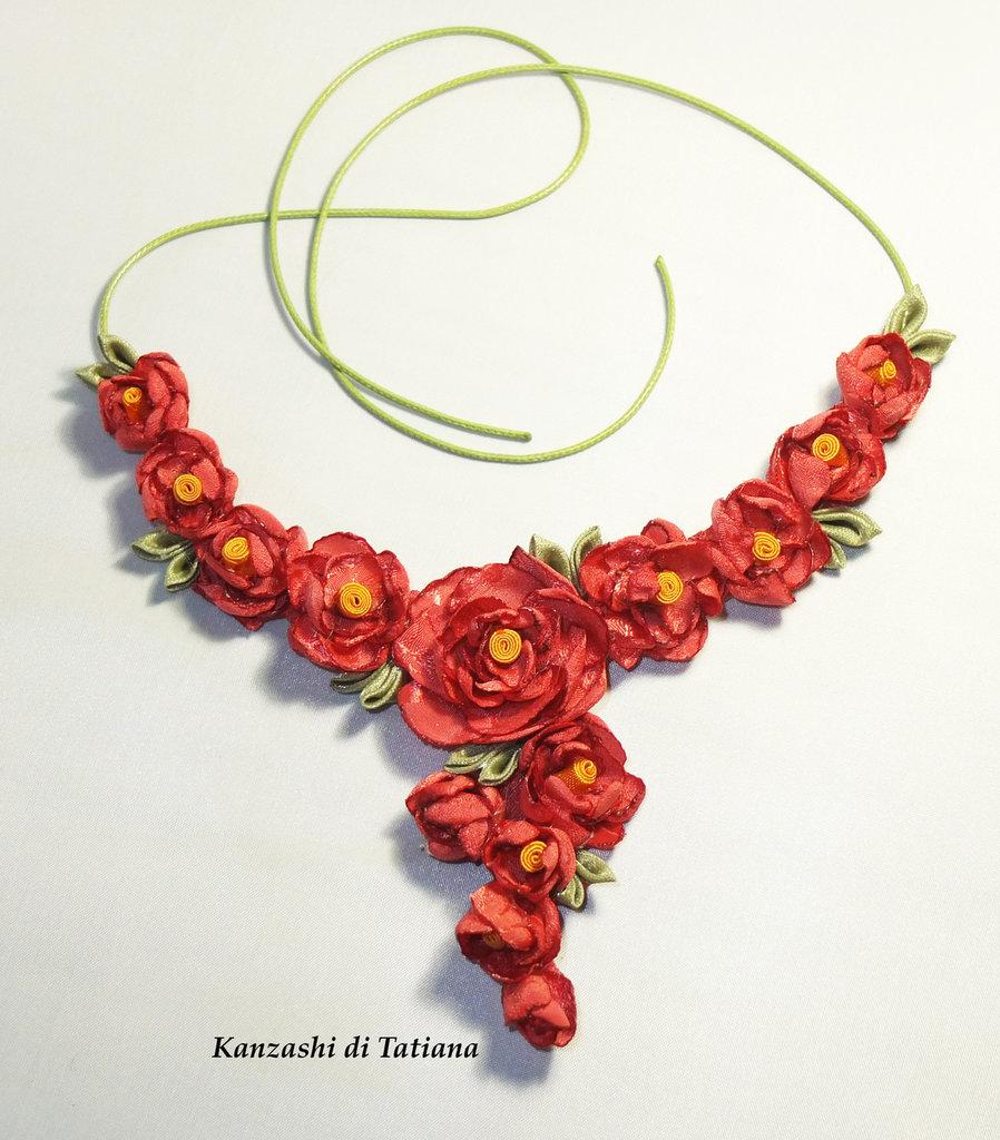 Collana  con fiori di raso 7.2