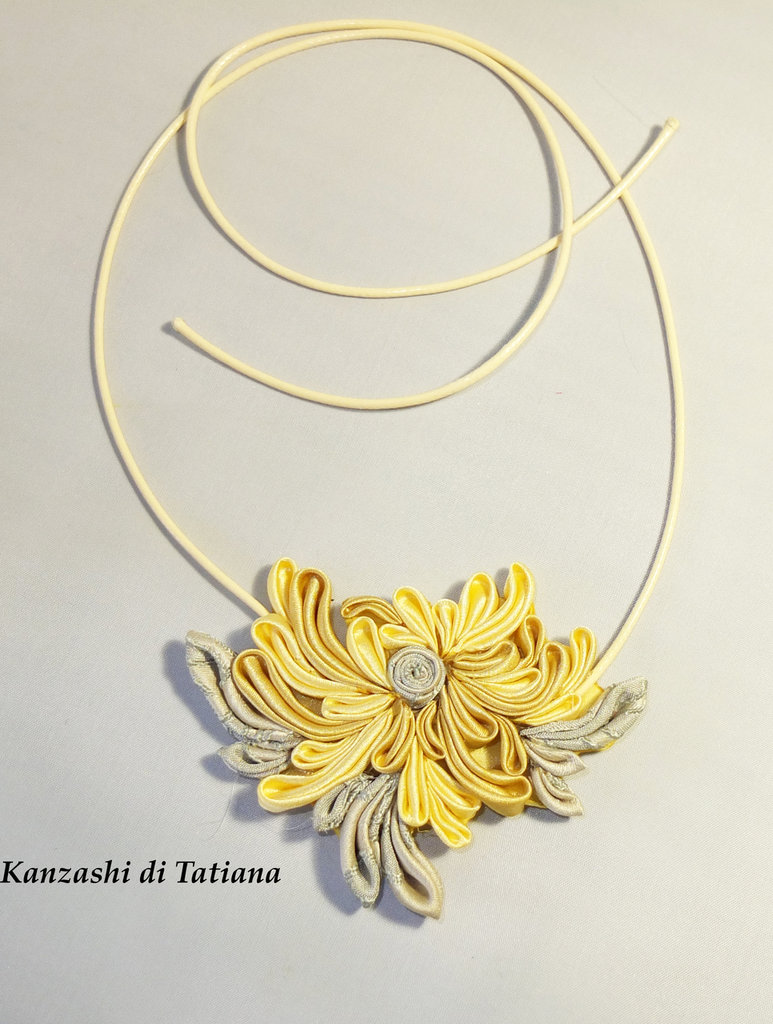 Collana ciondolo kanzashi con fiori 7.5