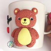 Tazza in gres con orsetto decorata a mano