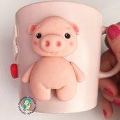 Tazza in gres con maialino decorata a mano
