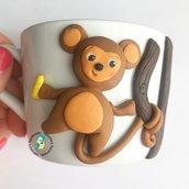 Tazza in porcellana con scimmia decorata a mano