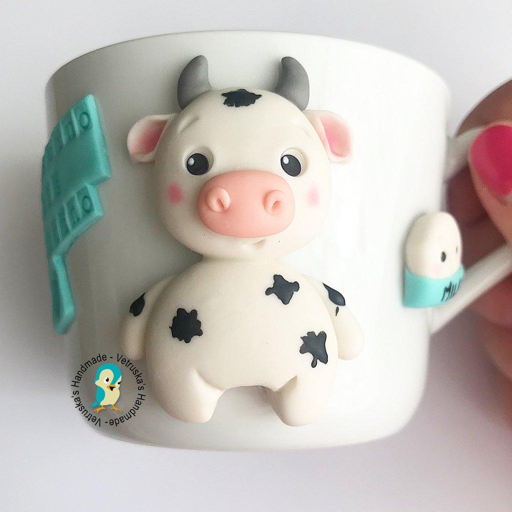 Tazza in porcellana bianca con mucca decorata a mano in fimo