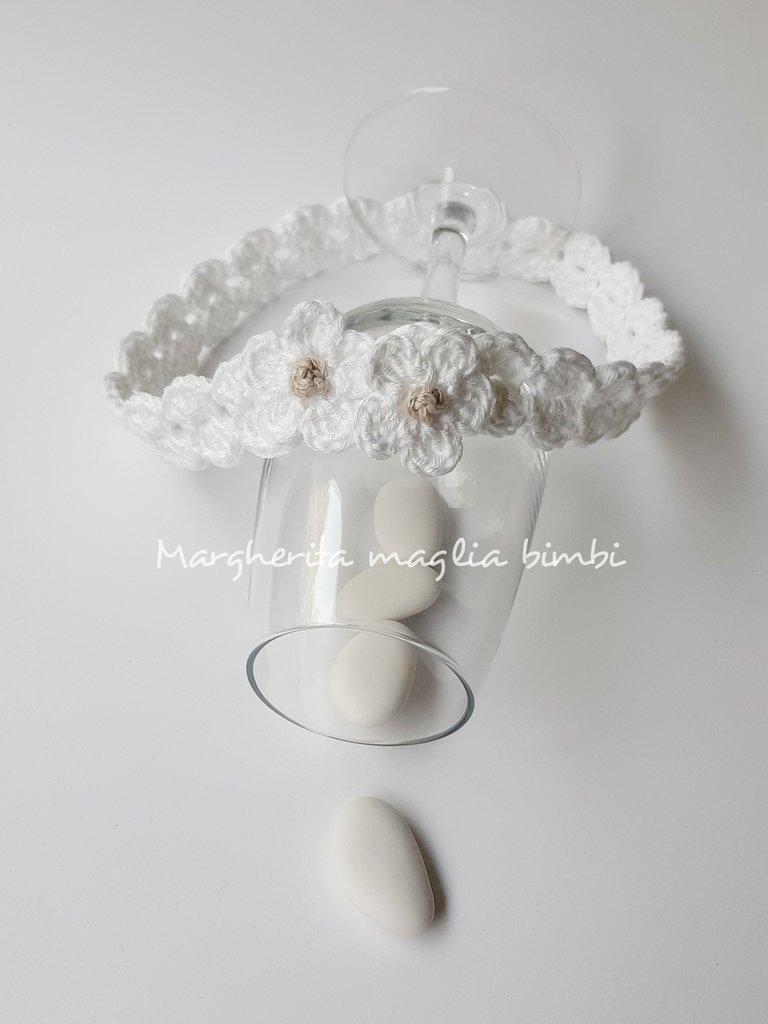 Fascetta bianca neonata/bambina - fiorellini bianchi - Battesimo - fatta a mano - uncinetto