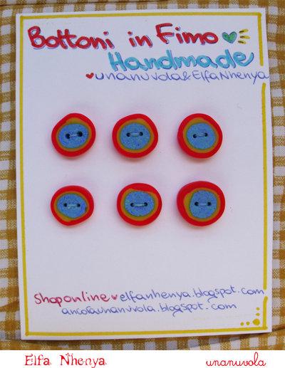 bottoni in fimo azzurro, giallo, rosso