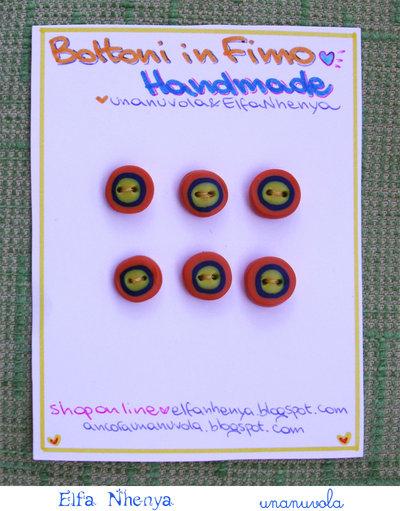 bottoni in fimo giallo, blu, arancione