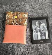 Porta Kindle con gatti neko porta fortuna e tasca in finta pelle arancione