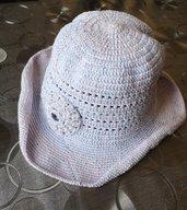 Cappellino ad uncinetto