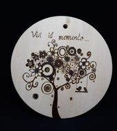 """Pirografia su legno fatto a mano da appendere """"Vivi il momento"""""""