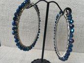 Orecchini moda 2020, in acciaio con cristalli blu elettrico.