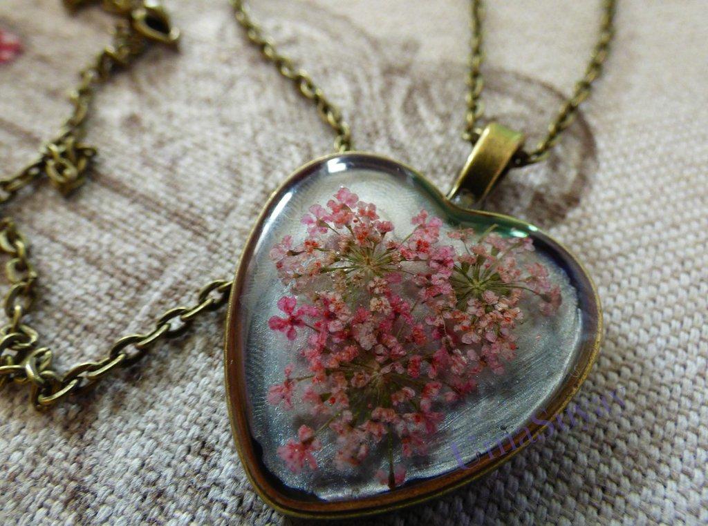 Dulce amor collana in resina epossidica e fiori naturali