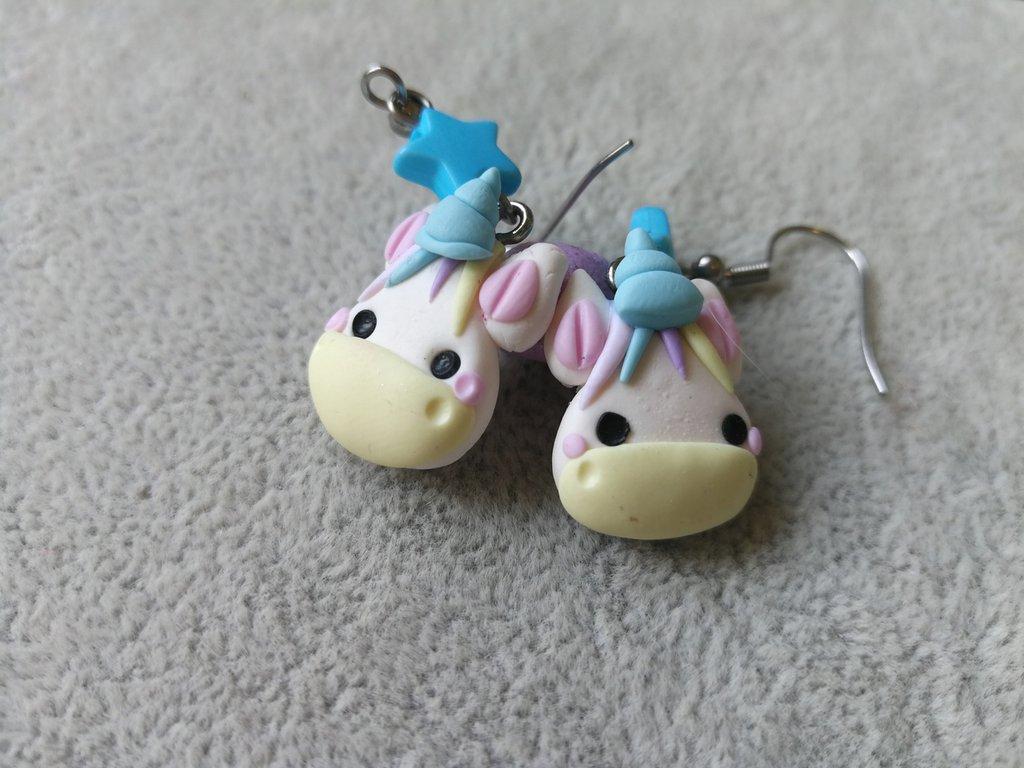 Orecchini modellati a mano in fimo: unicorno kawaii