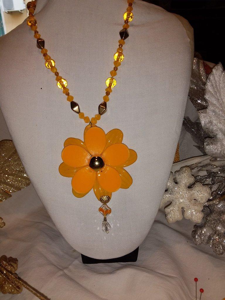 Collana con fiore