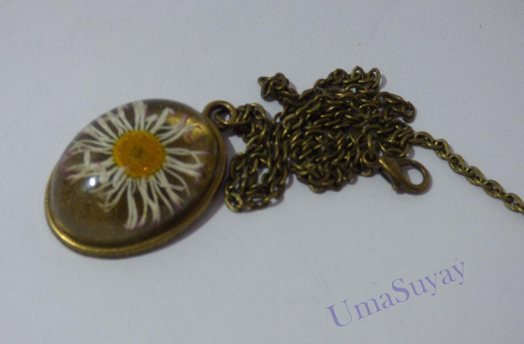 Margherita Ciondolo colore bronze in resina e fiore naturale