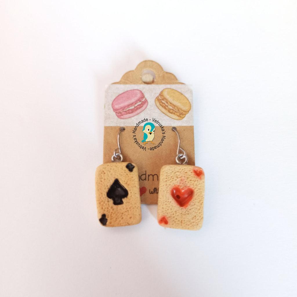 Orecchini pendenti con carte da gioco in fimo