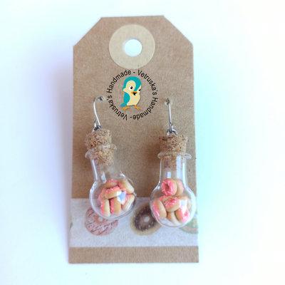 Orecchini pendenti con ampolla e ciambelle in miniatura in fimo
