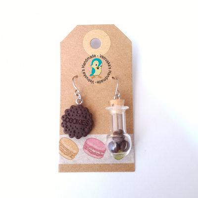 Orecchini pendenti ampolla con macarons e biscotto in fimo
