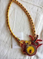 """Collana """"Ladybug"""", gialla, arancio e rossa con coccinella centrale, cucita a soutache"""