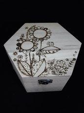 Cofanetto in legno inciso a mano con il pirografo