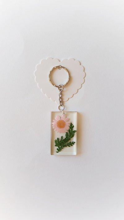 Portachiavi in resina con fiore rosa e foglie|!